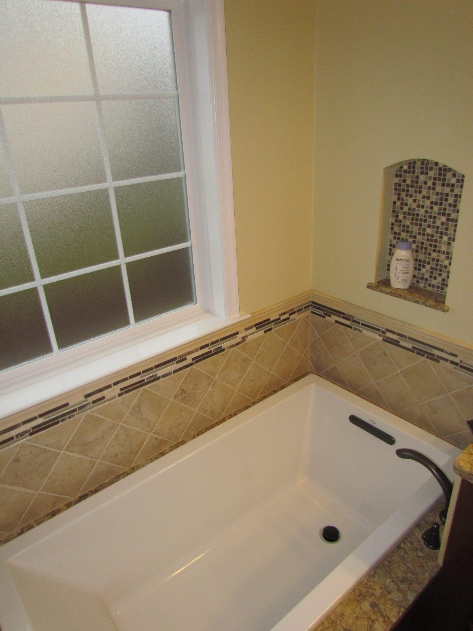 Master Bathroom En Suite bathtub with window