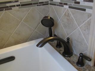 Master Bathroom En Suite bathtub faucet