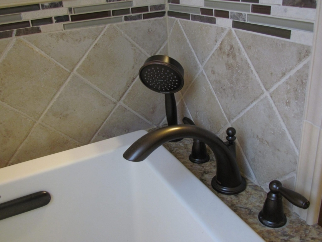Master Bathroom En Suite bathtub faucet